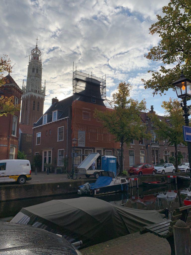 Nu in uitvoering: Buitenschilderwerk aan VvE Bakenessergracht/Vrouwestraat.