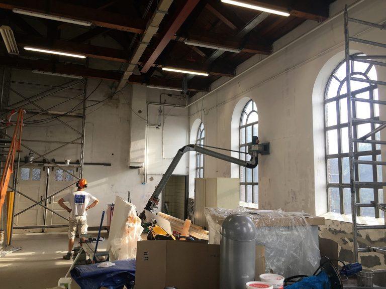 In onderaanneming: het binnenschilderwerk aan het Boezemgemaal te Spaarndam.