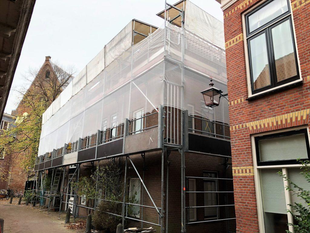 Schilder- en reparatiewerkzaamheden aan VvE Lange Wijngaardstraat te Haarlem