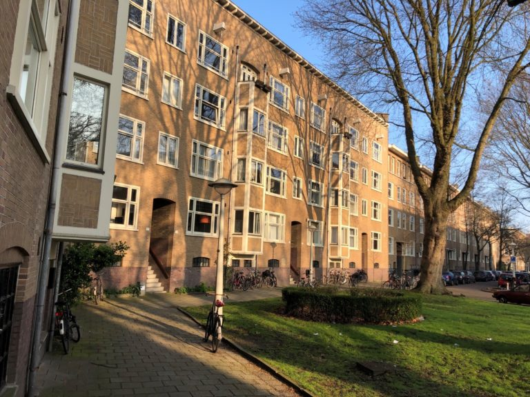 VvE Geuzenhof II: Momenteel voeren wij het schilderwerk uit aan de buitenzijde van dit wooncomplex.